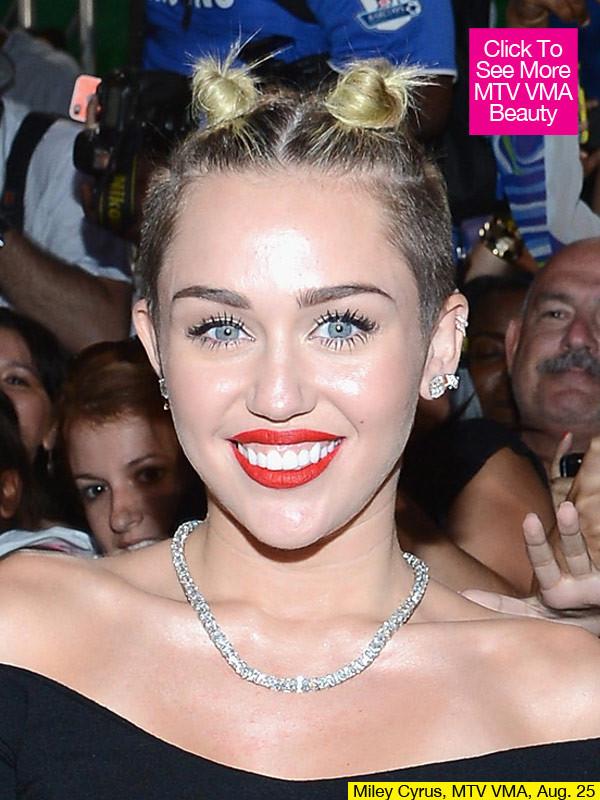 Miley_Cyrus_MTV_VMA_2013