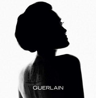 Angelina Jolie lett a Guerlain új arca