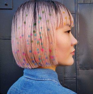 Ha a szivárvány már nem elég, fess konfettit a hajadra!