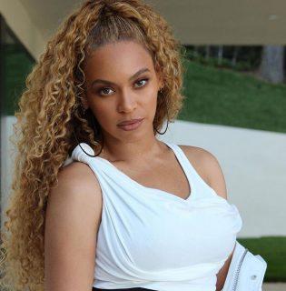 Beyoncé újra divatba hozza a szájsminket, ami évek óta ciki