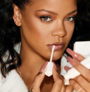 Egy pillanatra nem figyelsz, és Rihanna piacra dobja első bőrápolóját