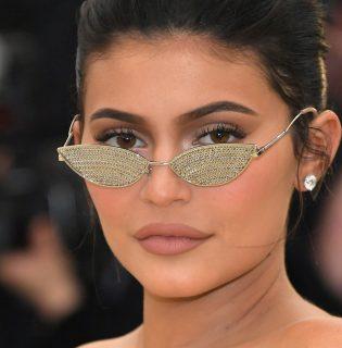 Kylie Jenner fényvédőkkel bővíti a Kylie Skint