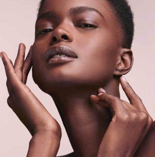 Mattító primerrel bővítette Rihanna a Fenty Beauty-t