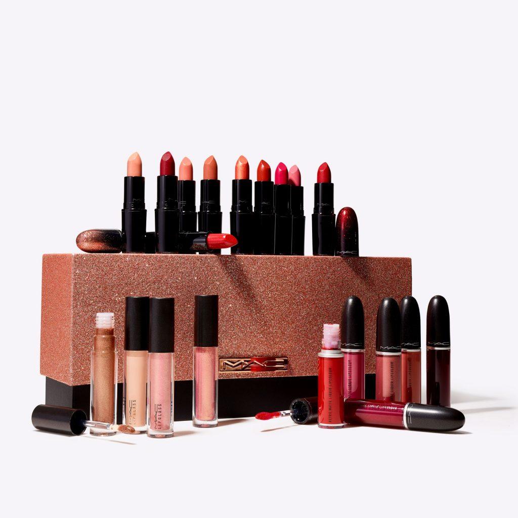 MACStarringYou_CollectorOfTheStarsKit_ProductsOutsideBox_3000x30