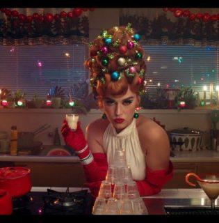 Akik túl komolyan vették a karácsonyt: vicces ünnepi frizurák
