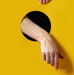 Így mutat a körmökön a 2021-es év színe, a sárga