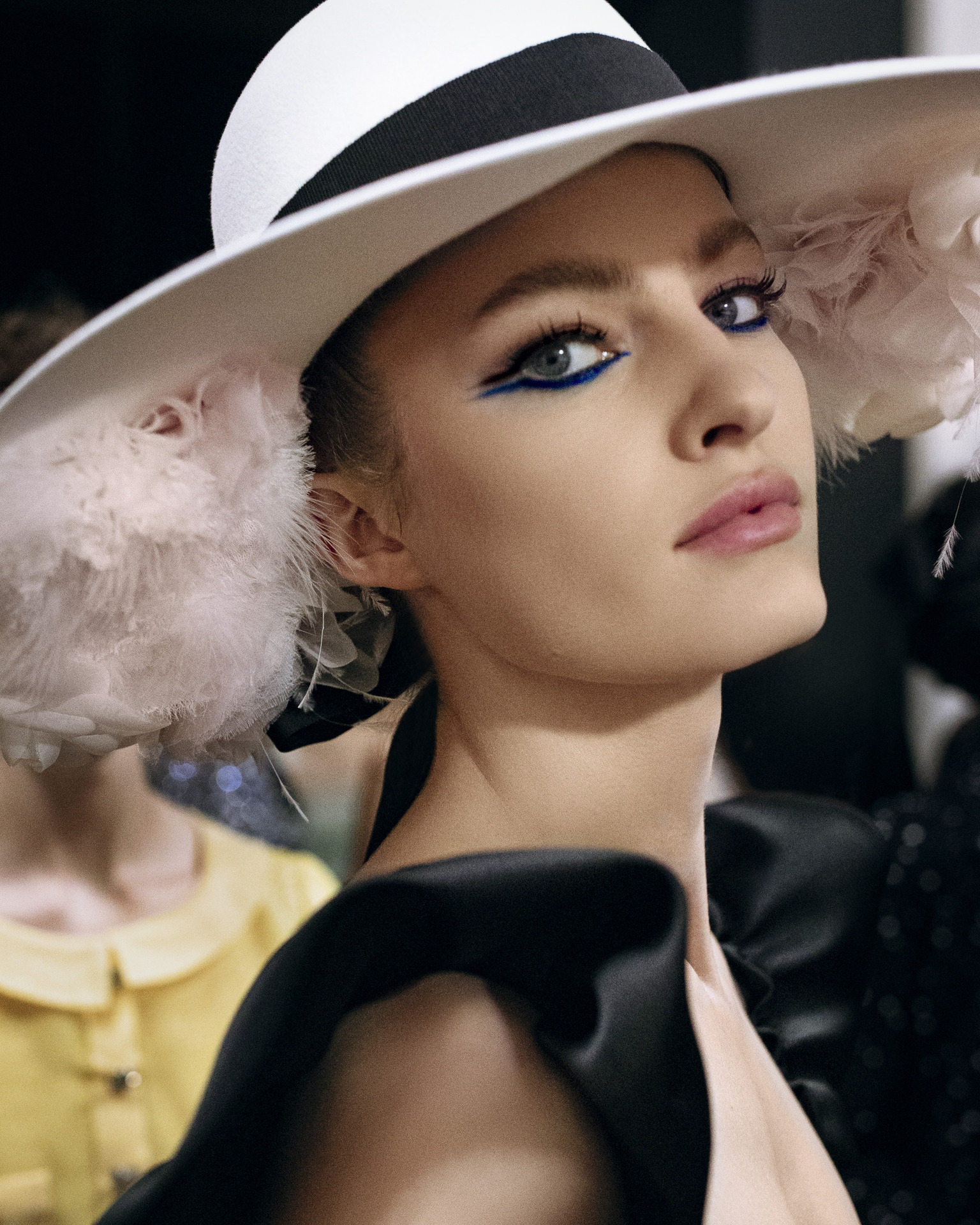 Fall-Winter 2021/22 Haute Couture Collection CHANEL Backstage CHANEL Makeup © CHANEL 2021