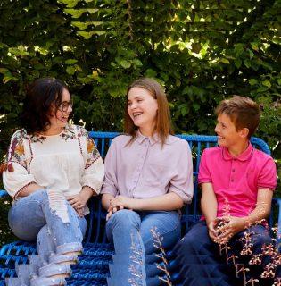 Cikizés, zaklatás, a közösségi média negatív hatásai – A Dove Önbizalom Program segítséget nyújt a problémák megoldásában